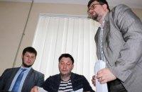 Вышинский требует от следователя встречу с российским консулом