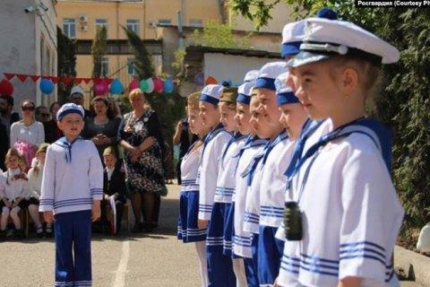 """В оккупированном Севастополе Росгвардия приняла """"военный парад"""" в детском саду"""