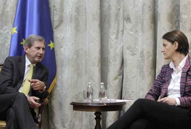 Йоханнес Хан во время встречи с премьер-министром Сербии Аной Брнабич в Белграде, Сербия, 07 февраля 2018.