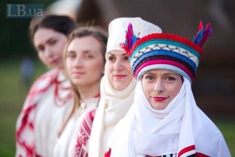 Зберегти український серпанок. Як відроджують автентичні костюми Великої Волині