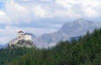 Жители швейцарской глубинки скинулись на покупку тысячелетнего замка