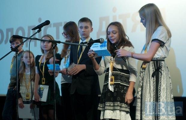 """Детское жюри """"Молодости"""" вручает приз лучшему фильму детского конкурса"""