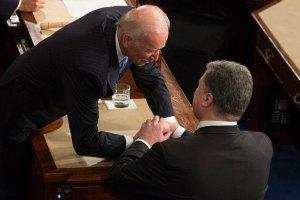 Порошенко вночі закликав Байдена допомогти Україні захиститися від агресії
