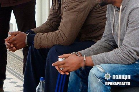 В Івано-Франківську затримали двох іноземців-фальшивомонетників