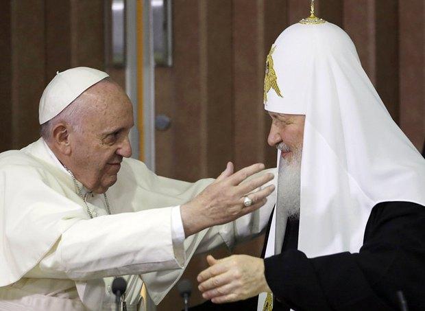 Папа Римский Франциск и Патриарх Кирилл во время исторической встречи в Гаване, Куба, 12 февраля 2016 года