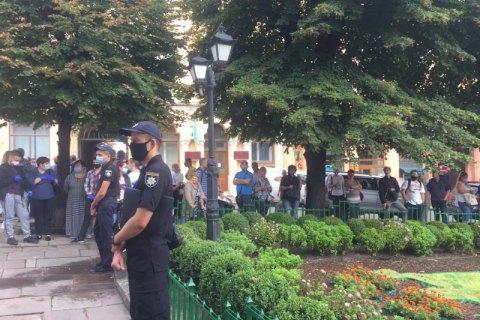 В Черновцах ослабили карантин после акций протеста из-за отнесения города к красной зоне