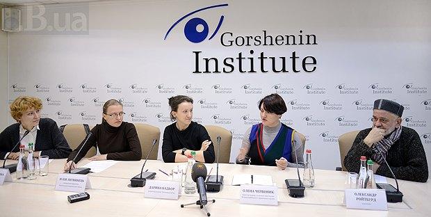 Слева направо: Ольга Балашова, Юлия Литвинец, Дарья Бадьер, Елена Червонык и Александр Ройтбурд