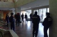 В холле Запорожского облсовета дежурит милиция