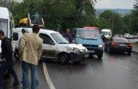 Во Львове столкнулись 7 автомобилей, пострадал один из водителей