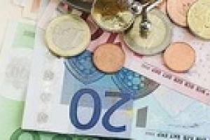 Украинцы хранят сбережения в евро и не доверяют банкам
