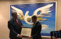 Волкер вручил Порошенко подписанную Декларацию политики США по Крыму