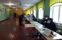 У Чернігові сталася штовханина між спостерігачами від партії та головою ДВК через помилки у бюлетенях