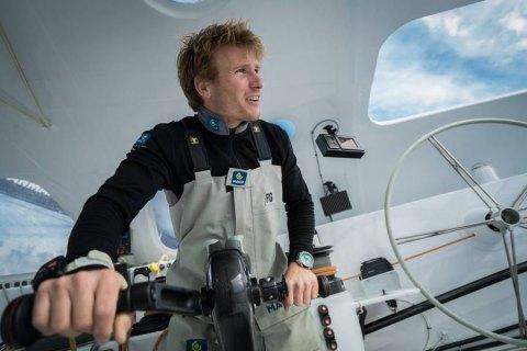 Французский яхтсмен установил мировой рекорд, переплыв вокруг планеты за 42 дня