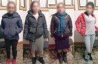 Полиция задержала четырех женщин и мужчину, которые обворовывали одиноких пенсионеров