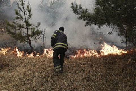 Огонь в зоне отчужения приблизился на 1,6 км к саркофагу на ЧАЭС, - служба по чрезвычайным ситуациям ЕС