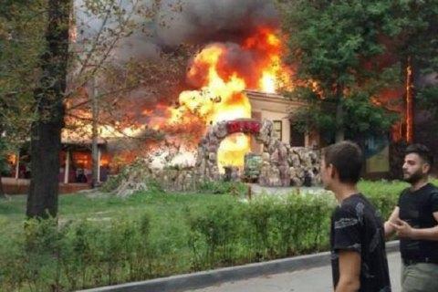 У київському парку Пушкіна горить ресторан (оновлено)
