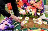 ПЦУ призвала украинцев отказаться от искусственных цветов на кладбищах