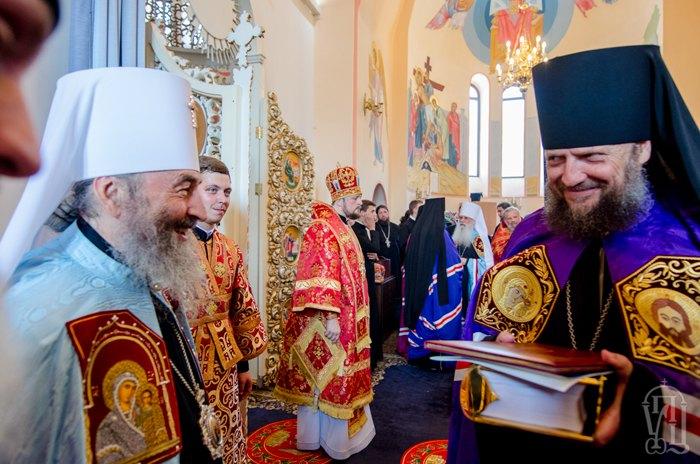 Епископ УПЦ МП Гедеон (справа) и митрополит Онуфрий