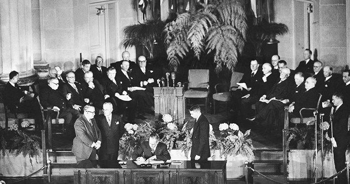 Подписание 4 апреля 1949 года - была создана Организация Североатлантического договора (НАТО).