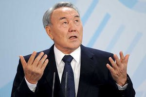 Украине надо избрать законного президента, - Назарбаев