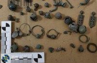Контрабандисти намагалися вивезти з України унікальні вироби І тис. до н.е. та Київської Русі