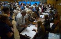 У Києві люди стоять у чергах по кілька годин, щоб проголосувати