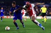 """Футболист """"Аякса"""" в матче Лиги Европы спародировал соперника, который катался по полю от адской боли"""