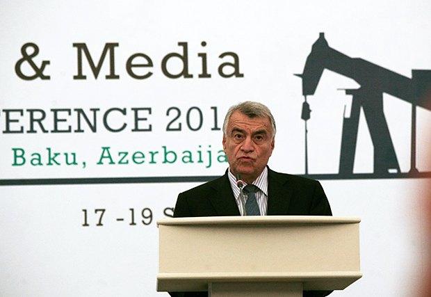 Натиг Алиев терпеливо отвечал на вопросы журналистов из 27-и стран
