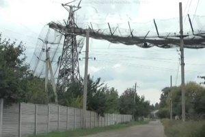 В Луганской области рядом с жилым домом рухнула опора канатной дороги