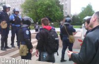 У Миколаєві затримали 9 осіб зі зброєю