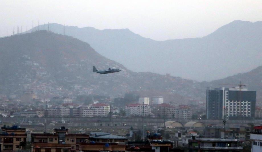 Літак злітає з аеропорта Кабула