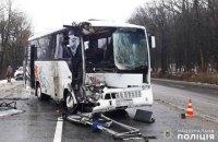 При аварии рейсового автобуса в Хмельницкой области пострадали 6 человек