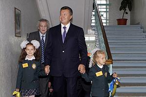 Янукович одобрил увеличение выплат при рождении ребенка