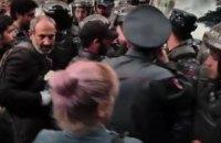Прихильники опозиції знову вийшли на вулиці Єревана