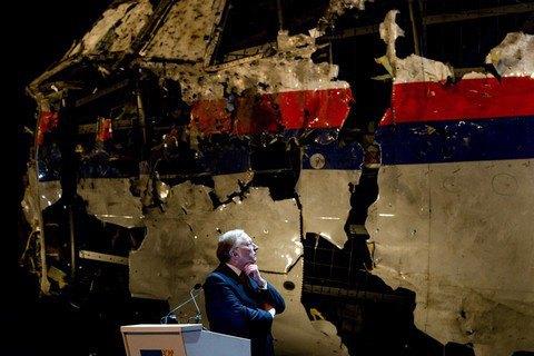 Президент Украины почтил память погибших пассажиров рейса МН17