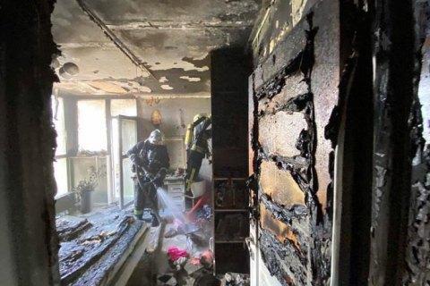 В Киеве, пытаясь самостоятельно потушить пожар в квартире, пострадала 10-летняя девочка