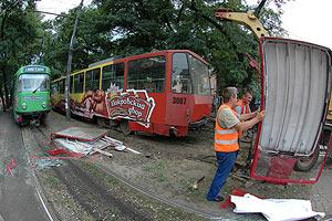 В центре Днепропетровска трамвай сошел с рельс