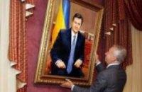 Мэр Донецка подарит Януковичу портрет почти в полный рост
