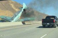 На шоссе под Лос-Анджелесом рухнул одномоторный самолет