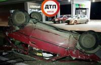 """На трассе под Киевом мусоровоз столкнулся с """"Таврией"""" и Audi"""