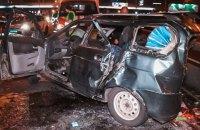 В ночном ДТП под Киевом погибла девушка, 8 человек пострадали