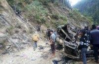 У Непалі автобус автобус зірвався з 200-метрової висоти: 25 загиблих