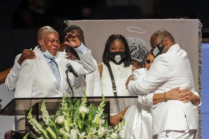 Родственники во время похорон Джорджа Флойда