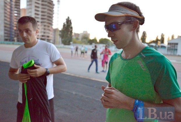 Василий Закревский (справа) после пробежки делится впечатлениями
