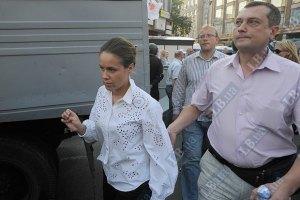 Киреев поймал соратницу Тимошенко на попытке сфотографировать суд