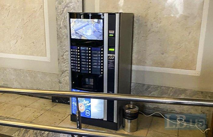 Единственный автомат с кофе возле пятого подъезда ВР