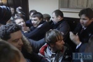 Двери в Киевсовете ломали спортсмены, которых привели активисты, – депутат
