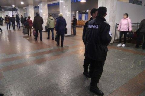 Пассажиров  ж/д вокзала Киева эвакуировали из-за звонка о минировании (обновлено)