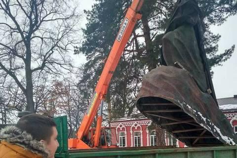 У Боярці демонтували пам'ятник Павці Корчагіну