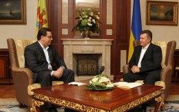 Янукович в день рождения встретился с и.о. президента Молдовы